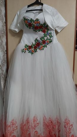 Свадебное платье не венчаное.