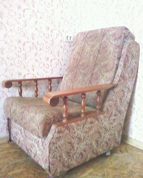 два мягких кресла/латекс наполнитель