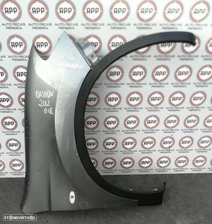 Guarda lamas direito Nissan Qashqai de 2012, pequeno toque/cova , com aba plástica.