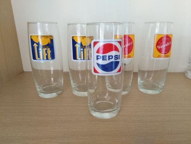 Stara kolekcja szklaneczek