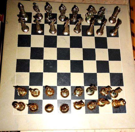 Jogo de Xadrez completo e muito estimado com tabuleiro em marmore