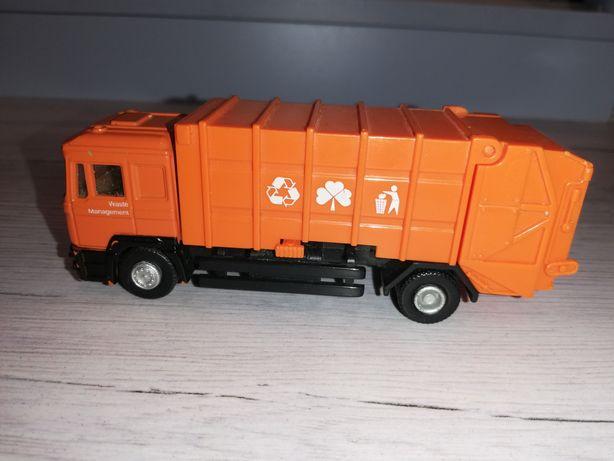 Маленькая мусоровозка