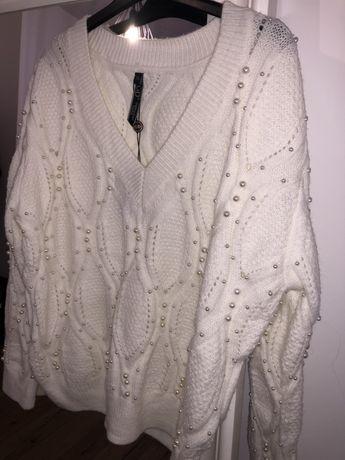 Bialy sweterek z perelkami