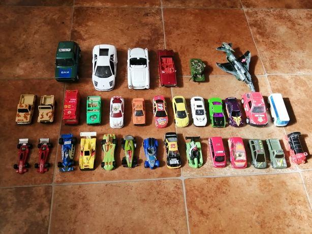 Машинки разные, железные.