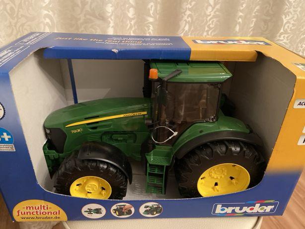 Трактор Jon Deere