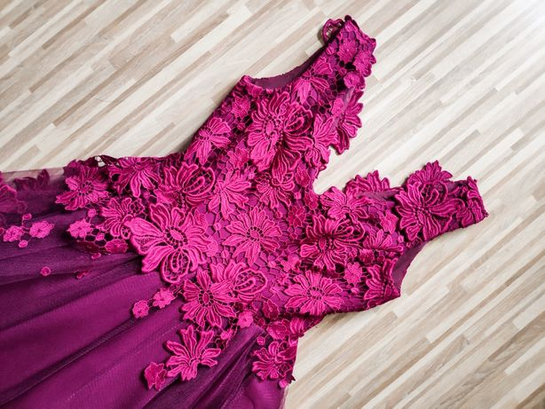 Piękna sukienka kwiaty 3d koronka naszywane kwiaty Kucinski