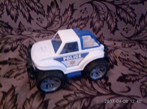 Продам новую игрушечную машинку полицейскую