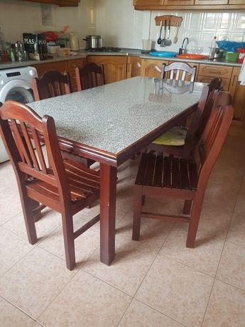 Mesa de cozinha com 6 cadeiras