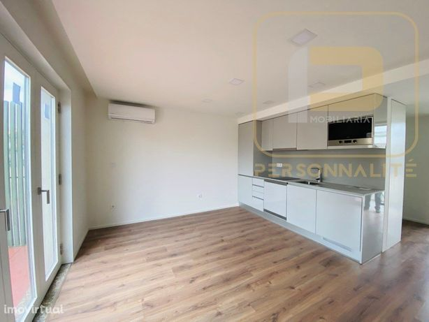 Apartamento T0 NOVO c/ Varanda - centro