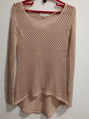 Ażurowy sweterek asymetryczny