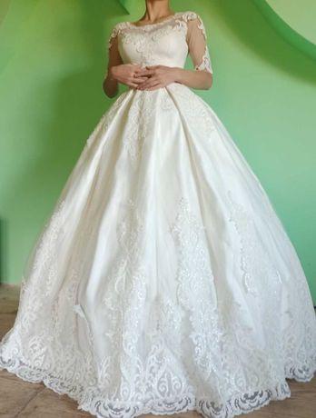 Весільне плаття в хорошому стані