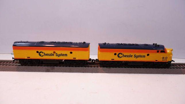Lokomotywa diesel Chessie system dwa człony skala H0 słabe gumki /75