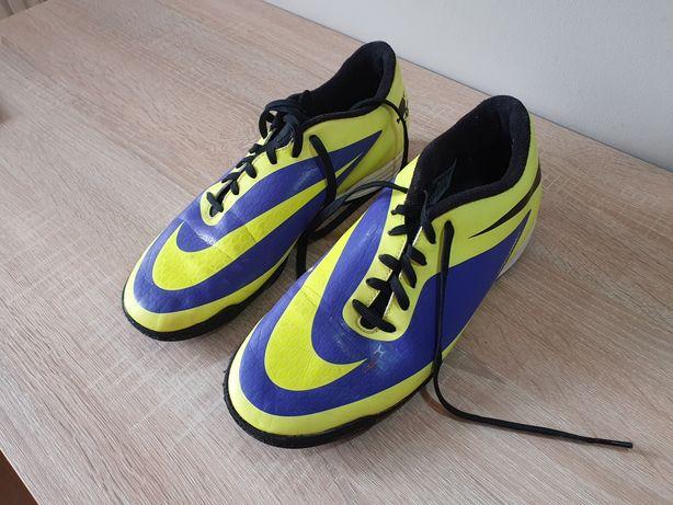 Turfy Nike HYPERVENOM 42,5