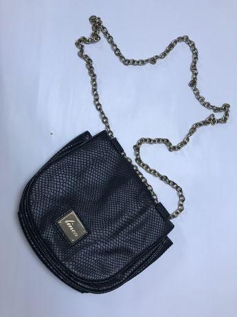 Czarna torebka Eko skóra złoty łańcuszek skóra weżowa Elegancka