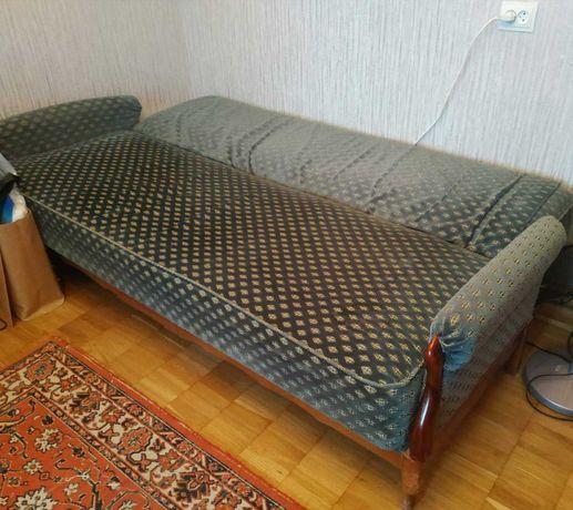 Продам диван с подлокотниками
