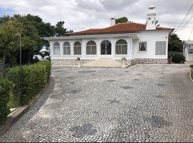 Alugo Moradia Terrea com Piscina no Centro de Vila Nova de Gaia