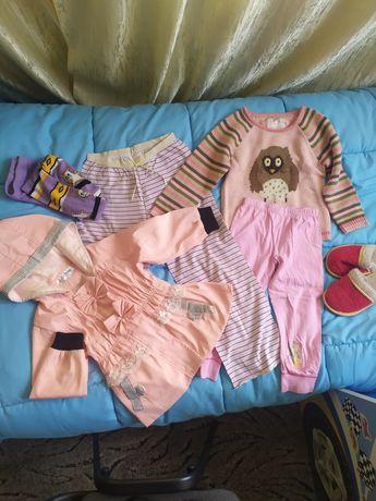 Пакет вещей для девочки 3-5 лет, плащ, джемпер, тапочки, майки, штаны