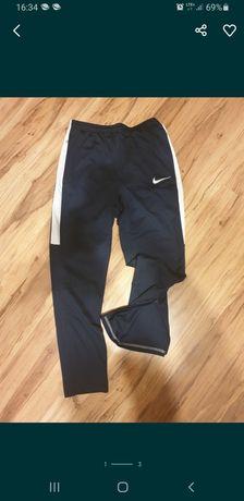 NIKE spodnie R. 158-170