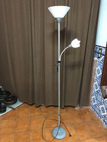 Candeeiro de pé 2 lâmpadas