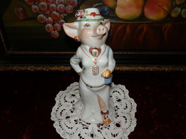 "статуэтка""Госпожа Свинка""-Коростень"