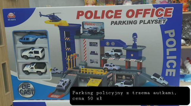 Nowy parking policyjny z autkami w zestawie