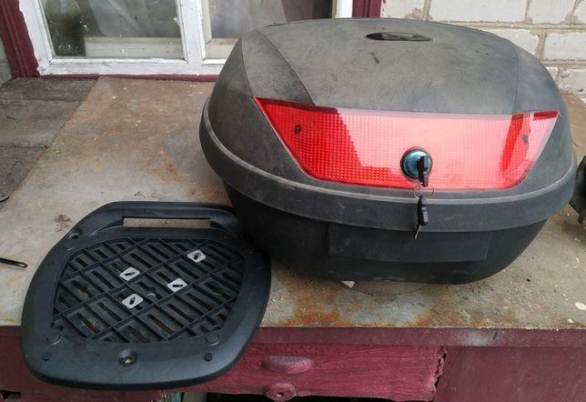 Кофр, кейс, бардачек, багажник на мотоцикл, мопед, скутер под 2 шлема