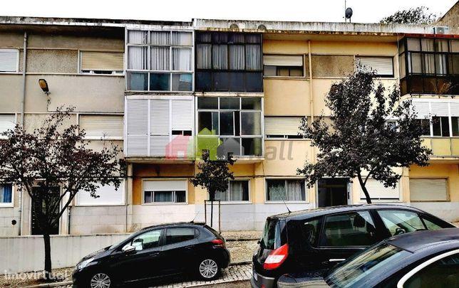 Apartamento T2 para investimento em Cacilhas