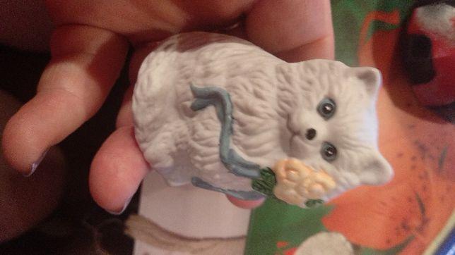 коллекционная белая кошечка милая керамика с цветком 5.5 см кот кошка