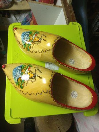 Piękne, ozdobne buty holenderskie.