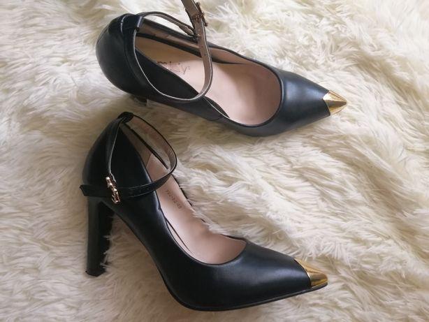 Продам черные туфли-лодочки с ремешком