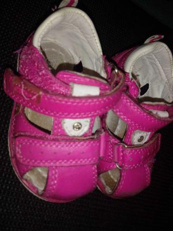 Sandałki dla dziewczynki roz.18