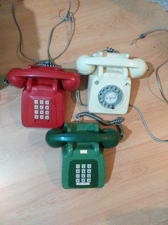 3 telefones antigos teclas e roda verde creme vermelho