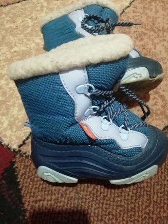 Дуже теплі зимові чобітки фірми Demar, розмір 24-25