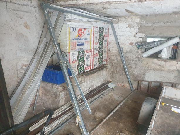 Drzwi garażowe brama uchylna Wisniowski z mechanizmem