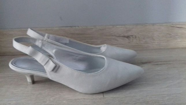 Nowe pantofle, sandały r38