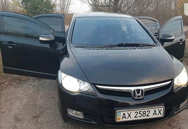 Продам своє авто Honda civic 2007р