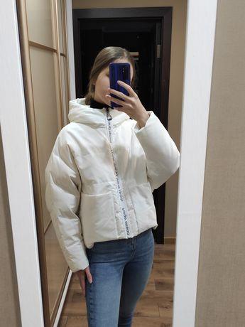 Белая объёмная курточка оверсайз пуховик пуффер зефирка vivilona overs