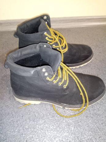 Sprzedam buty zimowe trapery rozm.40 ocieplane