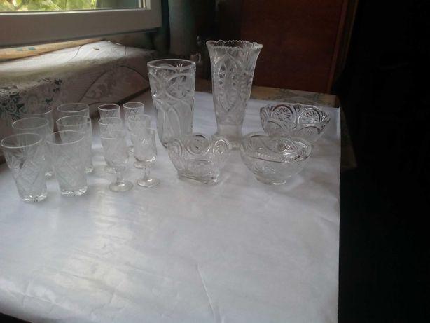 Хрустальные фужеры  стаканы конфетницы и вазы новые.