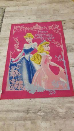Dywan różowy dziewczynka z księżniczkami