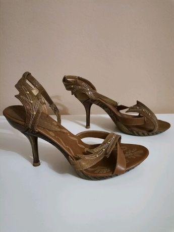 Buty na obcasach brązowe r. 37 Stan dobry - jedno zapięcie pęknięte