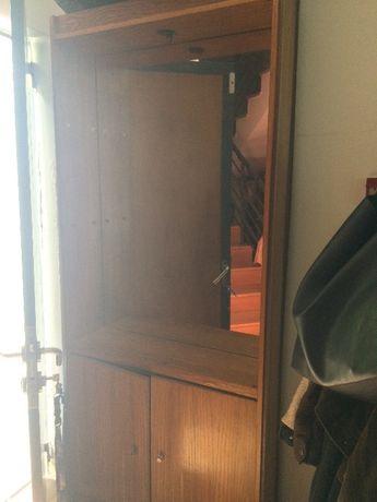 Móvel em Madeira com espelho e prateleiras 2,10x 0,89x 0,26