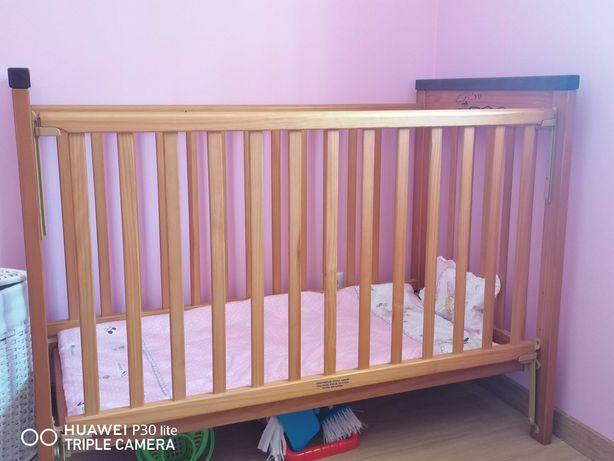 Cama de grades em madeira