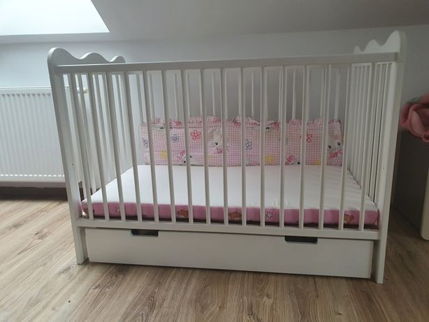 Zestaw meble dziecięce Pacyga Lena szafa, łóżeczko z szufladą i komoda