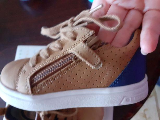 Дитяче взуття . Детская обувь Geox (сникерсы или кроссовки) для мальчи
