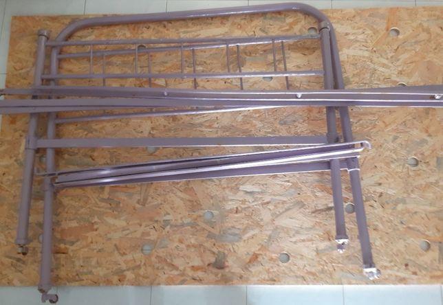 Cama em ferro ( 1,80 x 1,10 ) c/ estrado e colchão