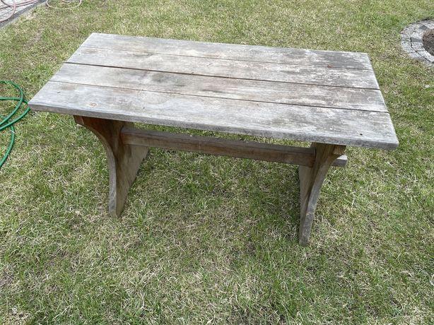 Drewniany rustykalny stół