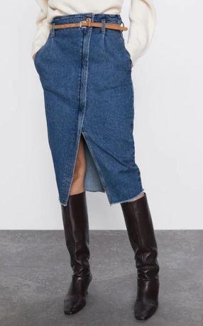 Стильная джинсовая мид юбка-карандаш от zara с разрезом спереди и ремн