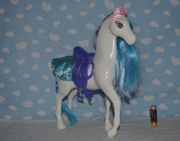 Игровой набор лошадка для куклы Барби с седлом короной и чехлом
