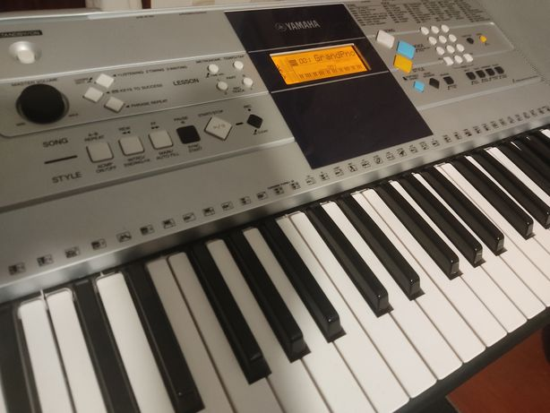 Teclado digital Yamaha PSR-E323